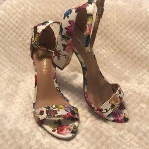 New w/tag pop floral print block heel